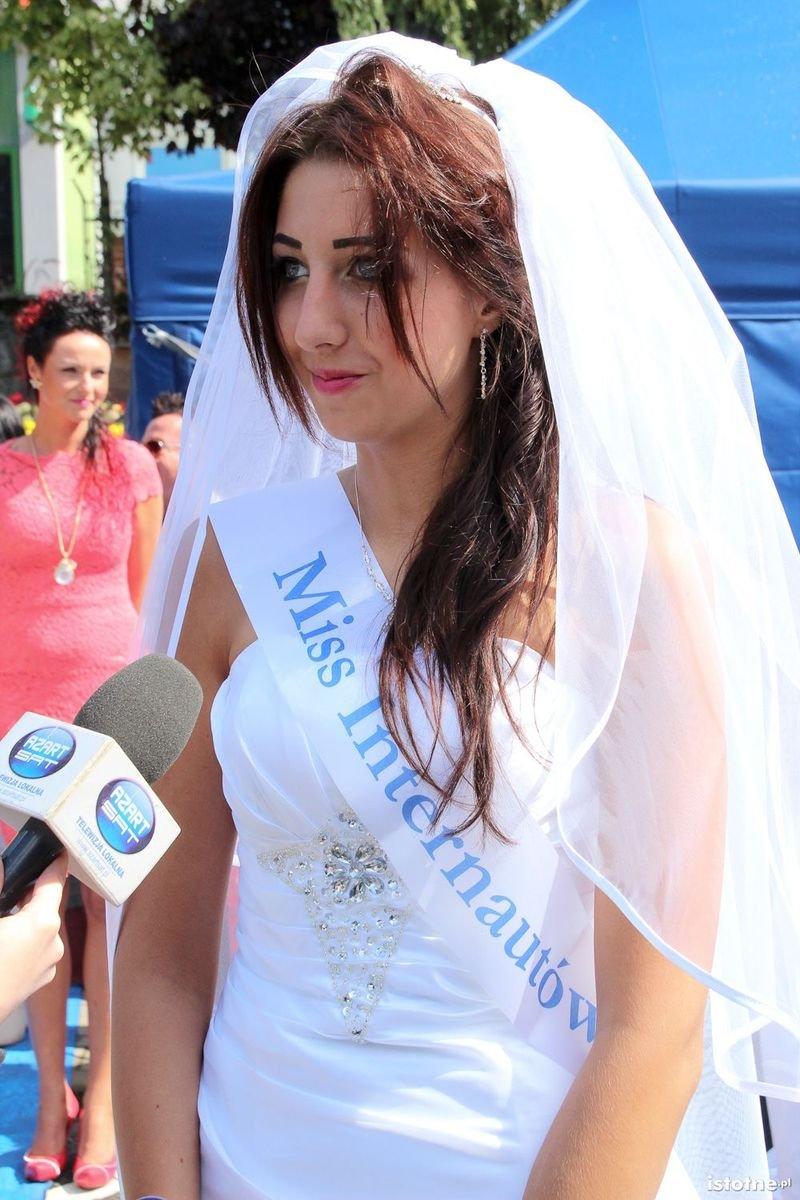Miss Internautów Natalia Basta udziela wywiadu telewizji Azart-Sat