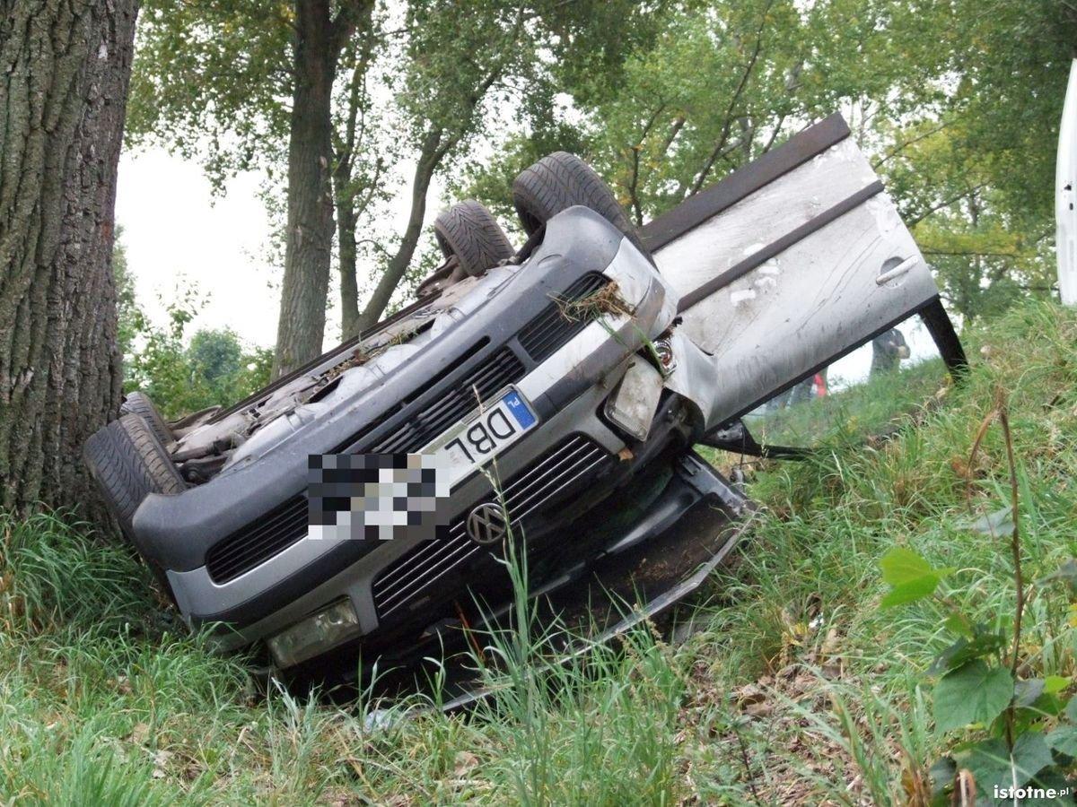 Volkswagen wypadł z drogi