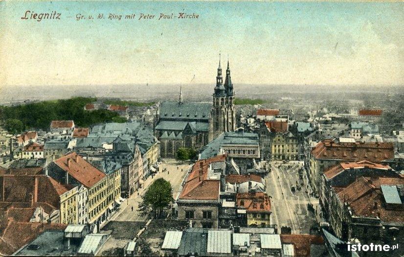 Widokówka prezentuje Rynek i katedrę na początku XX w.