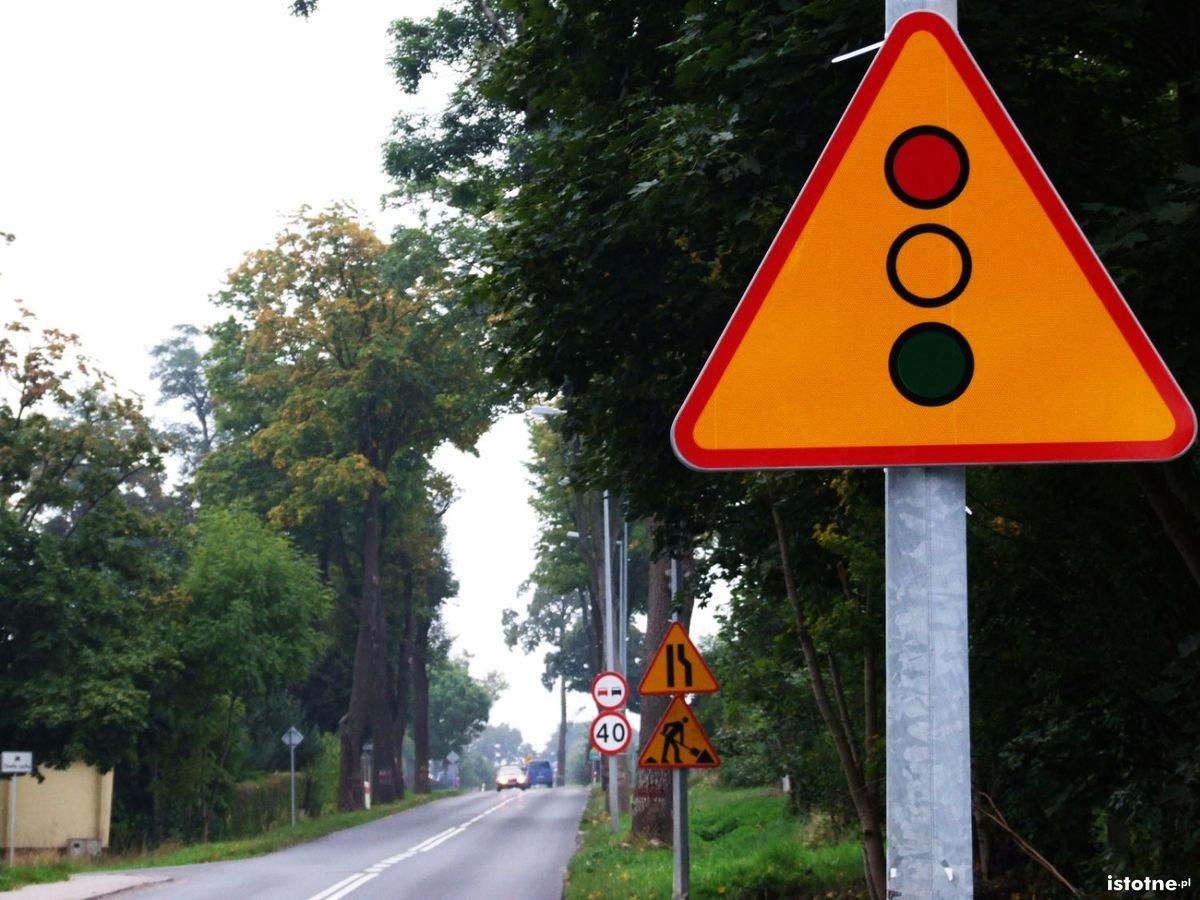 Policyjne kontrole na wyremontowanej drodze