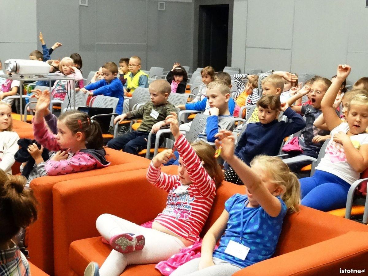 Dzieci na prelekcji