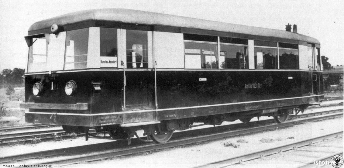 Charakterystyczny wagon spalinowy. Zdjęcie wykonał 5 lipca 1936 r. mistrz fotografii Carl Bellingrodt na stacji Bolesławiec Wschodni