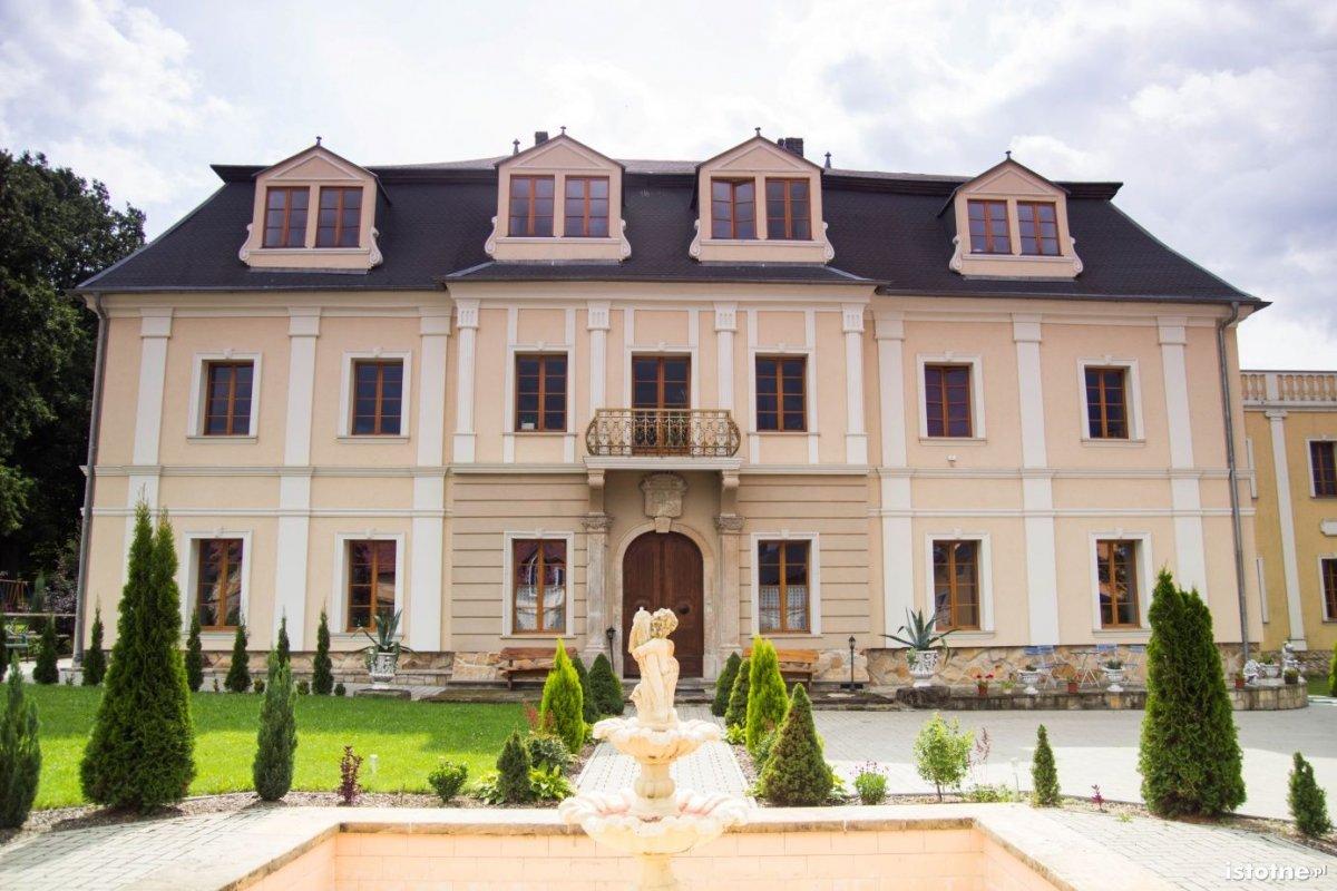 Pałac w sierpniu 2014 r.