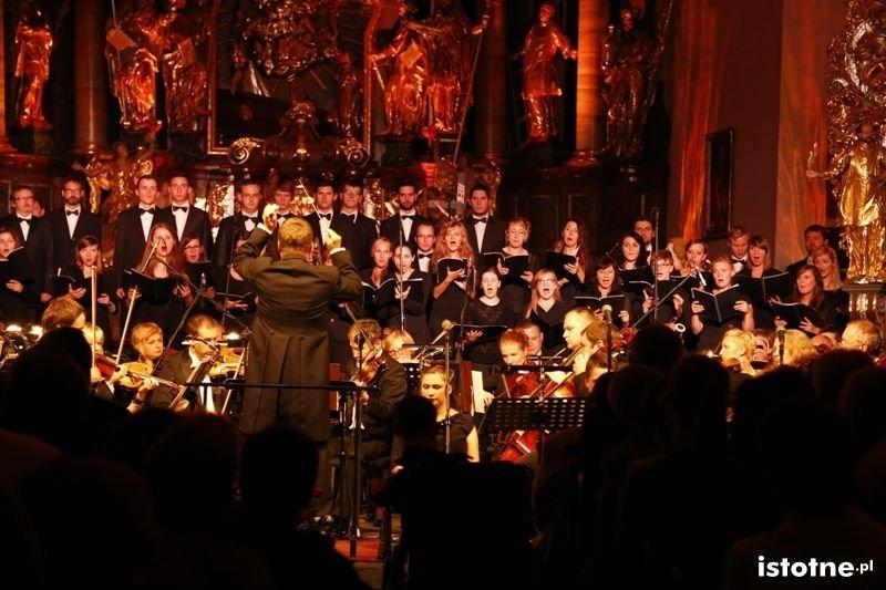 Koncert z muzyką Czas Honoru