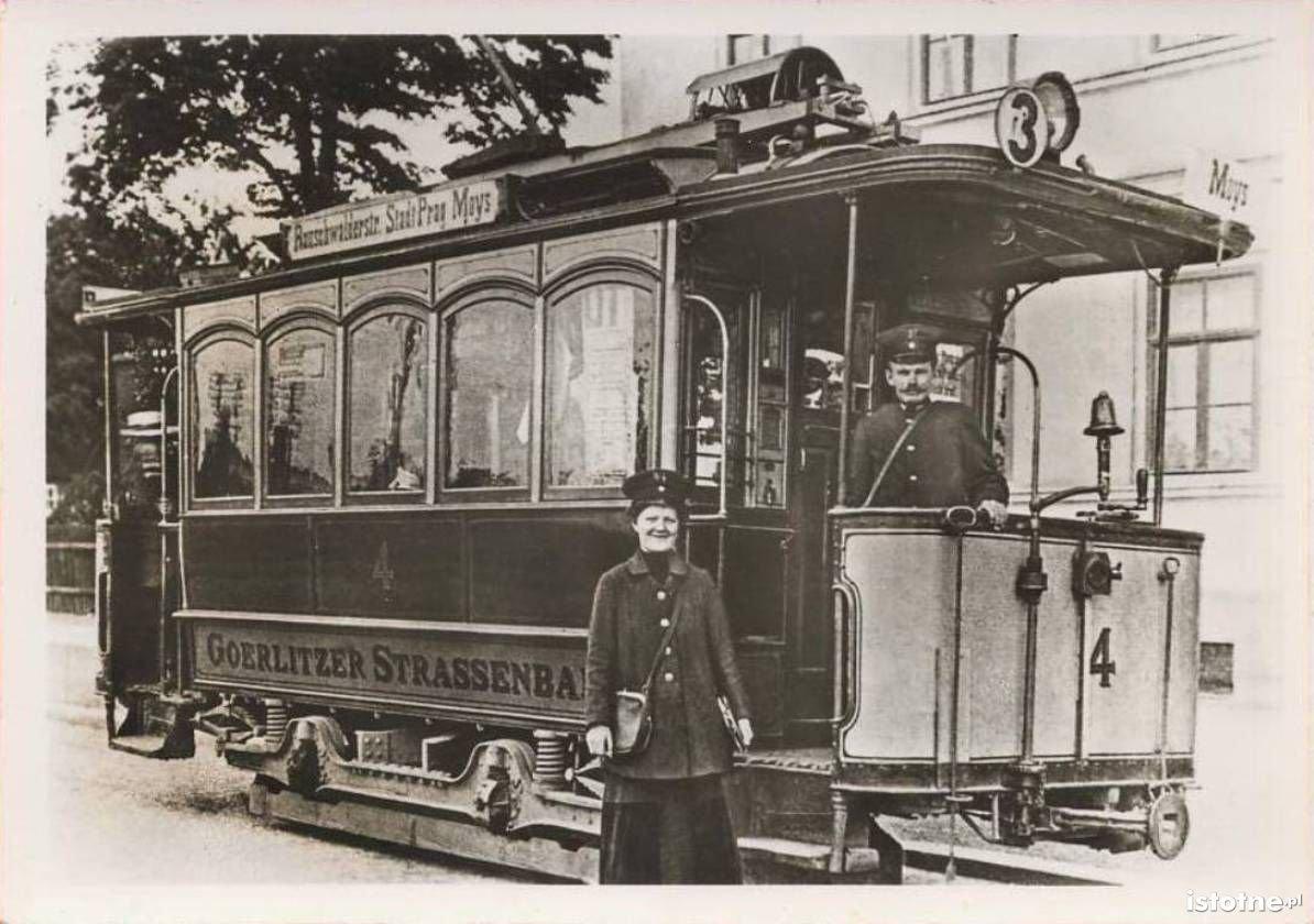 Tramwaj kursujący po ulicy Łużyckiej na początku XX wieku