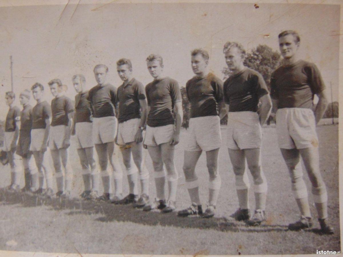 Sportowcy z klubu sportowego w Kruszynie
