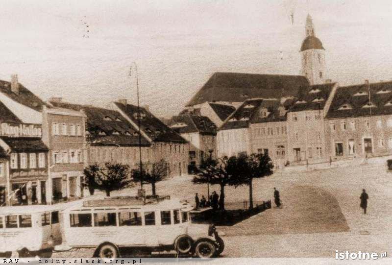 Autobus na tle Rynku w latach 20. XX wieku