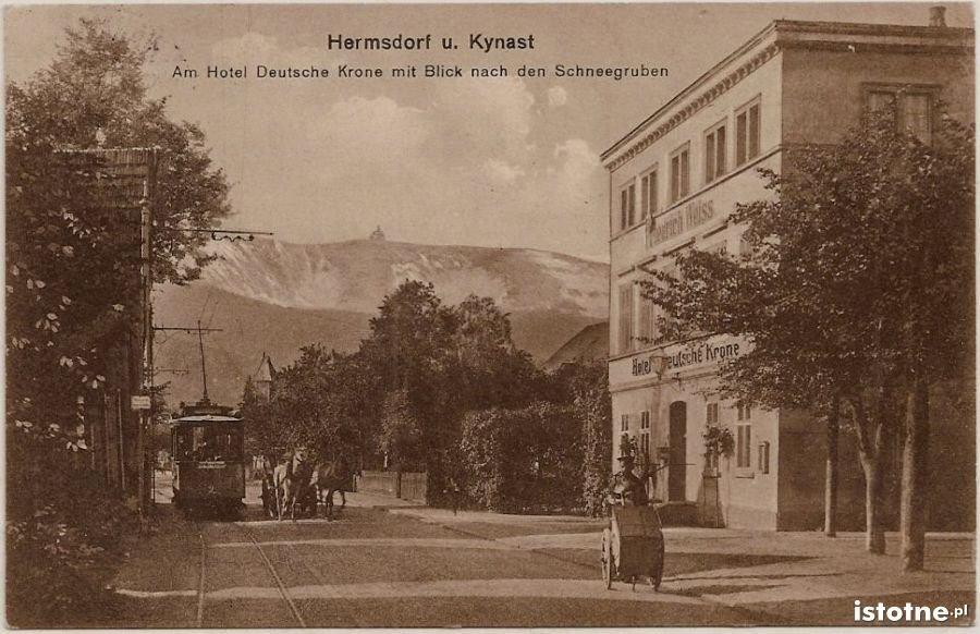 Po prawej stronie hotel z widokiem na śnieżne kotły w 1914 r.