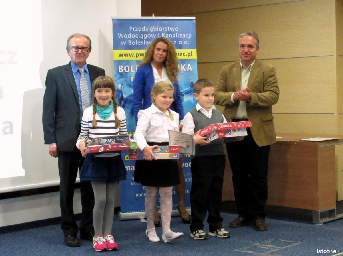 Mikołaj Mankiewicz (SP Nr 1), Pola Wiśniewska (SP Nr 4), Martyna Kowalska (SP Nr 3) zdobyli trzecie miejsce w konkursie PWiK