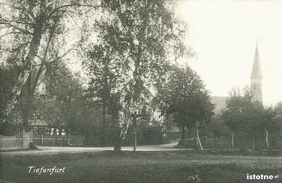 W tle kościół św. Antoniego w latach 20. XX w.