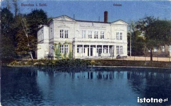 Kolorowa pocztówka prezentuje Odeon