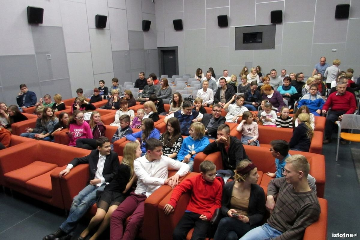 Publiczność na premierze Horroru przez CH