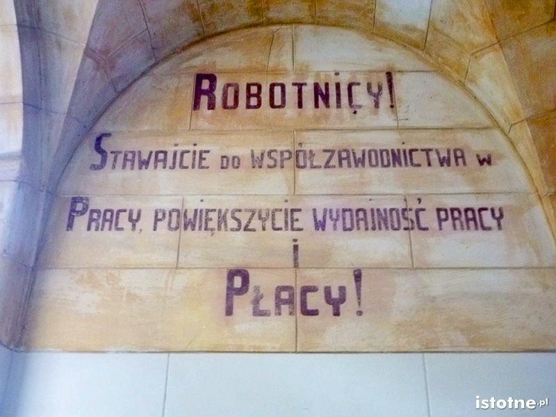 Napisy z czasów PRLu na murach zamku
