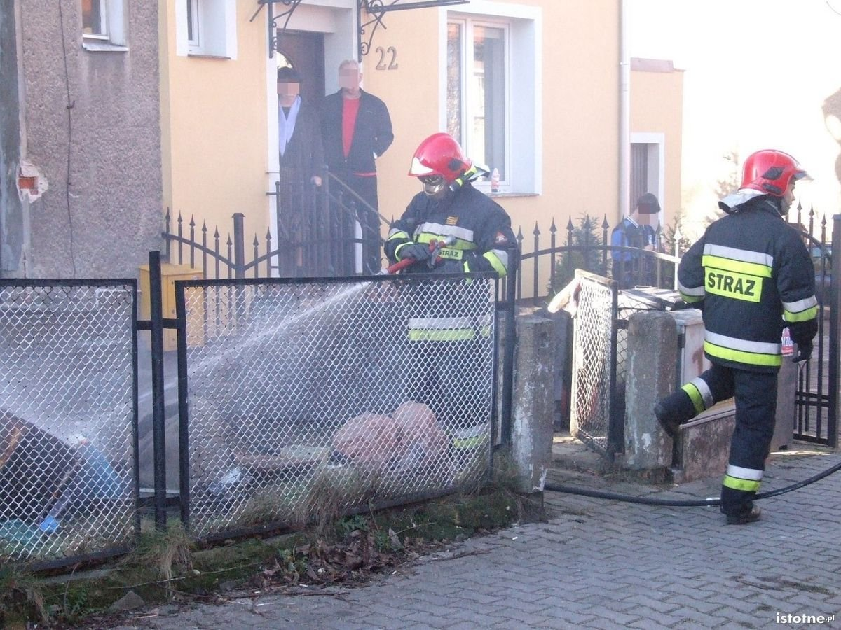 Pożar na Narutowicza - poparzony mężczyzna trafił do szpitala