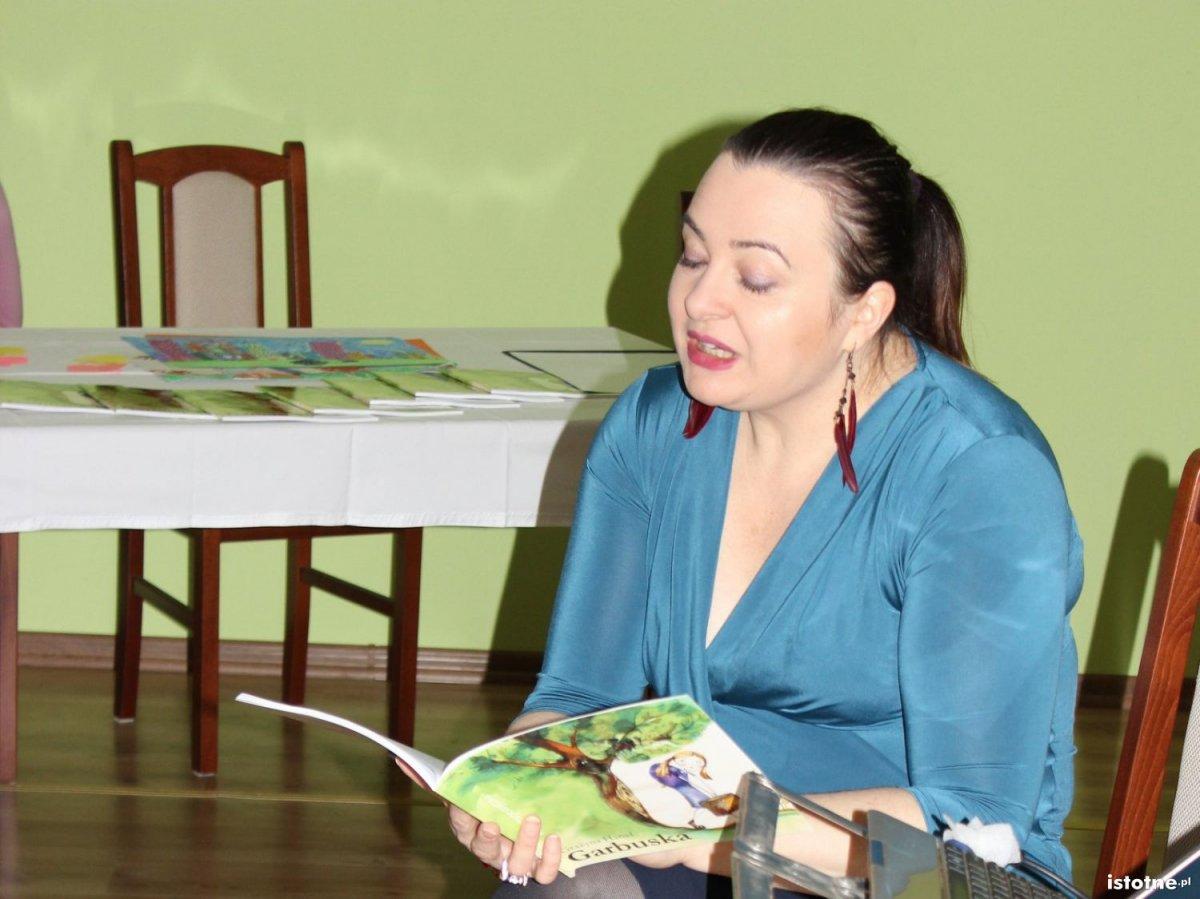 Promocja Garbuski, bajki Grażyny Hanaf w Trzebieniu
