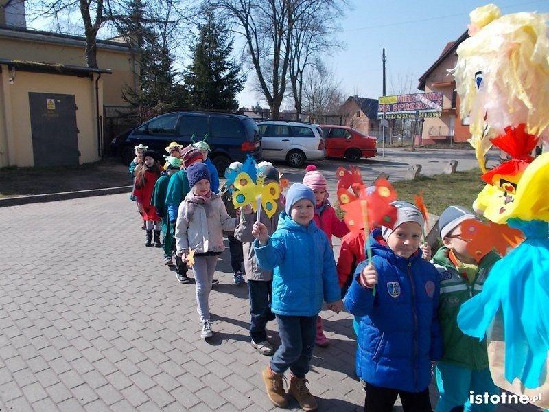 Przedszkolaki z MPP nr 3 żegnały zimę z-index: 0