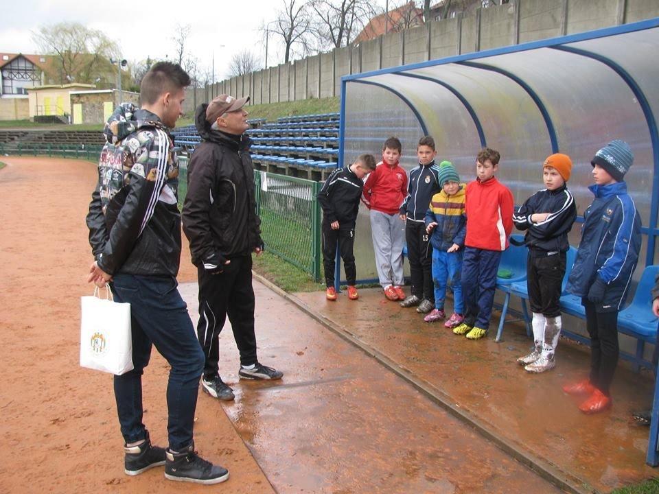 Eryk Sobków na treningu młodych piłkarzy BKS