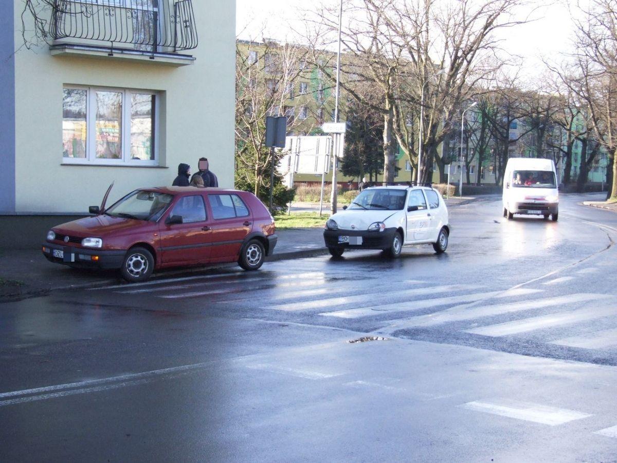Kolizja aut na Spółdzielczej