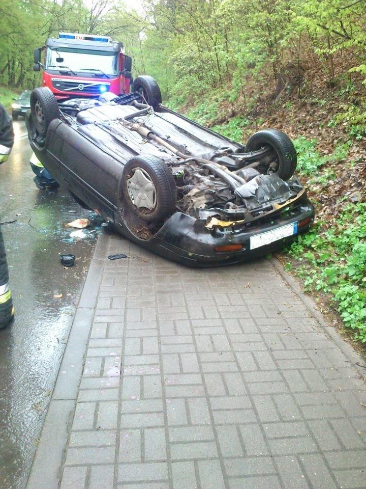Samochód dachował koło Osiecznicy