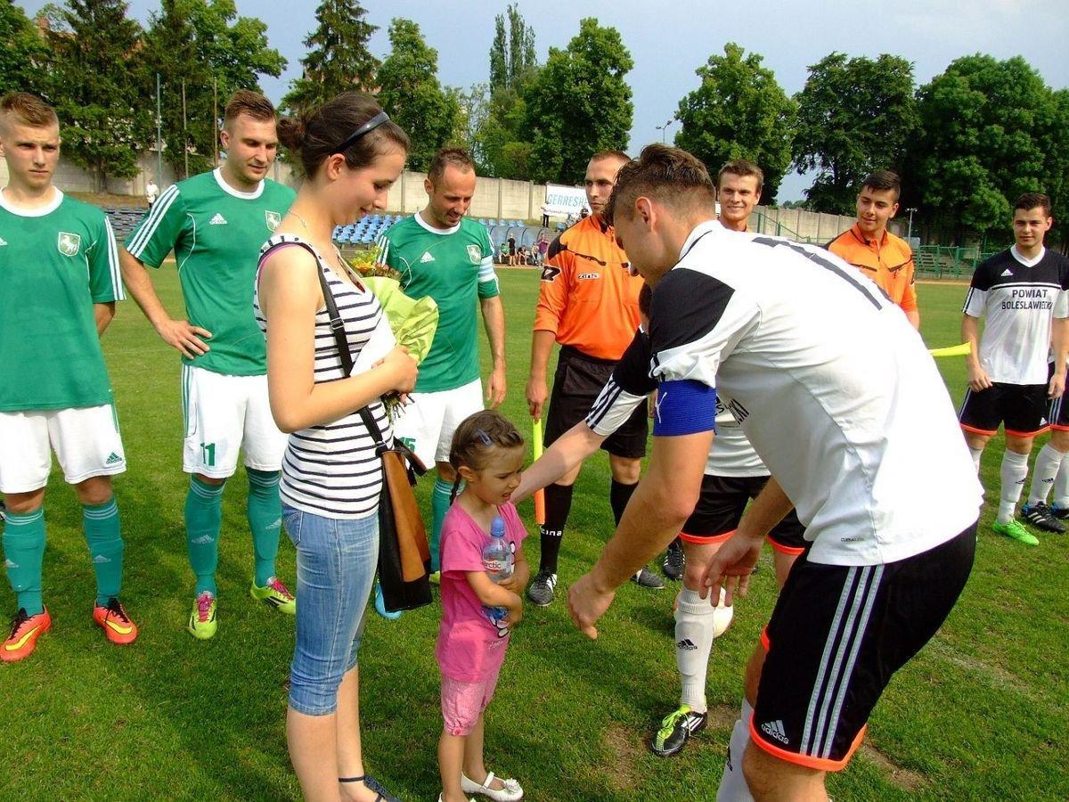 Piłkarze BKS także przekazali pieniądze dla chorej dziewczynki