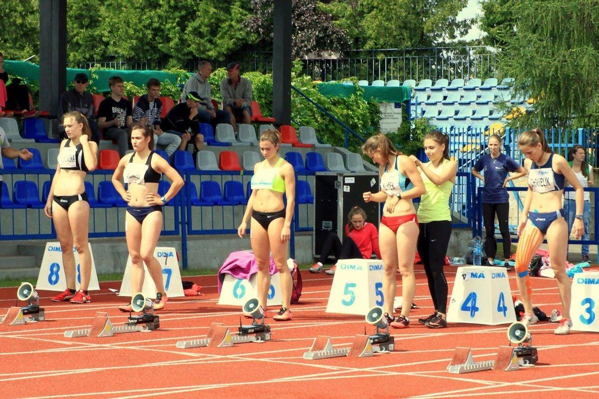 W środku: Ewa Ochocka. Pierwsza z prawej: Monika Chmielik