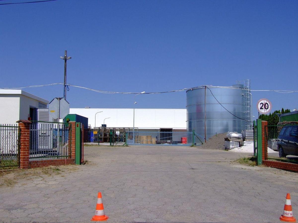 Wyciek gazu w dużej firmie w Nowogrodźcu