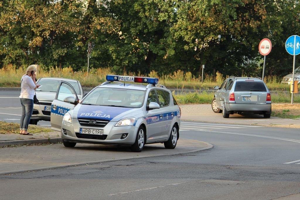 Dwie osoby ranne po zderzeniu Opla ze Skodą koło wiaduktu