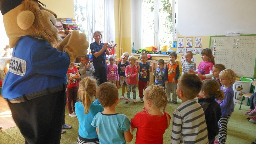 Komisarz Lew u przedszkolaków w Gromadce
