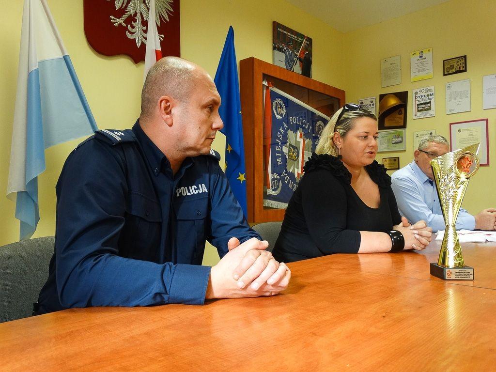 Legnicka policja wyróżniona za współpracę z klubem piłkarskim