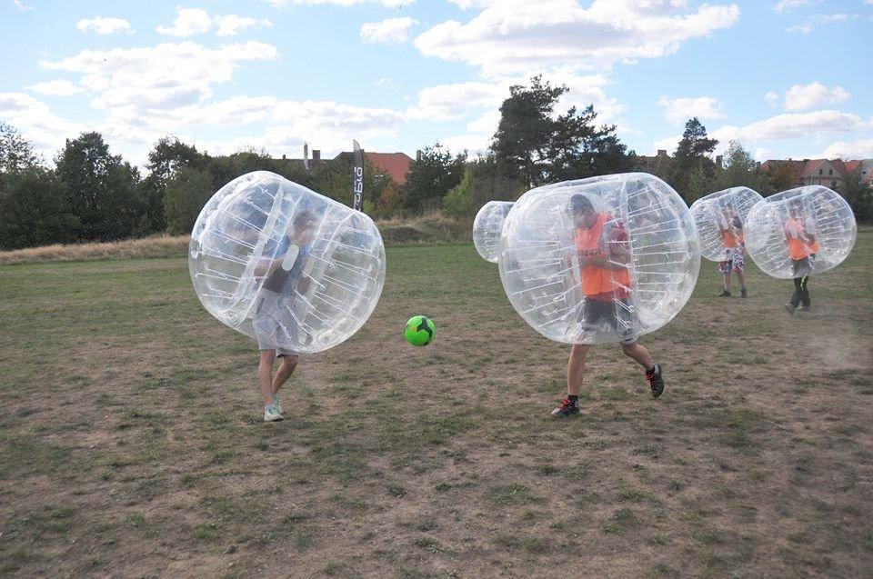 Najlepsza zabawa jesienią i zimą tylko z Bubble Football z-index: 0