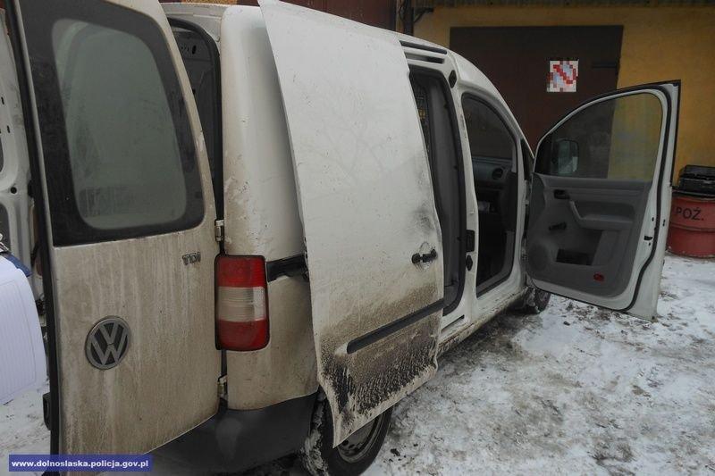 Policjanci odzyskali skradziony samochód dostawczy