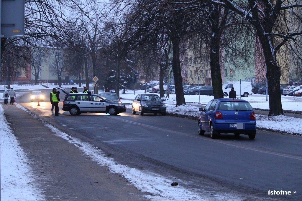 Potrącenie koło stadionu – dwie osoby ranne