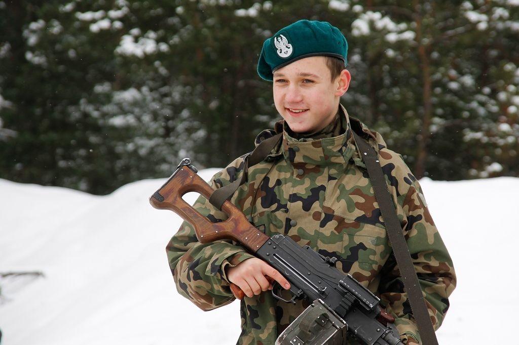 Młodzi strzelcy na szkoleniu saperskim z-index: 0