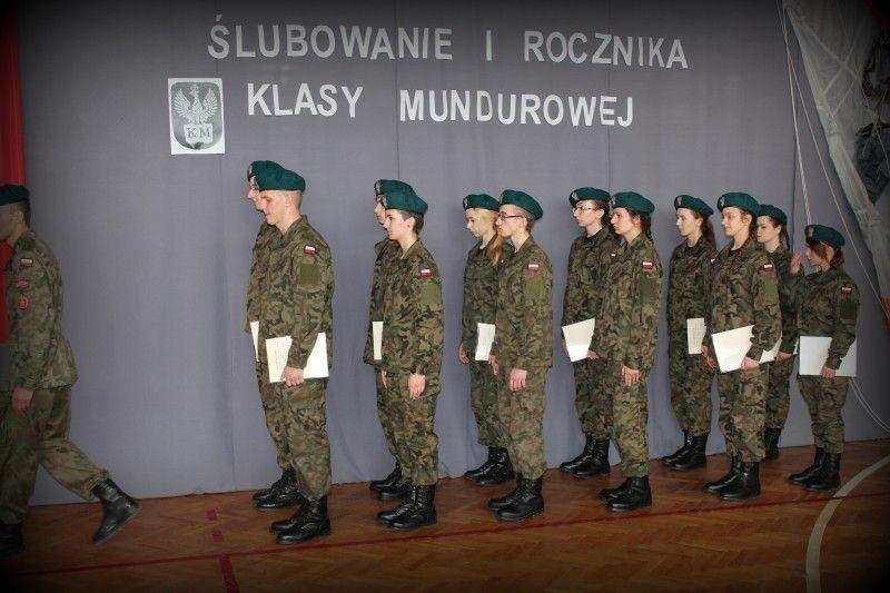 Niemal jak w wojsku. Klasa mundurowa w ZSOiZ z-index: 0