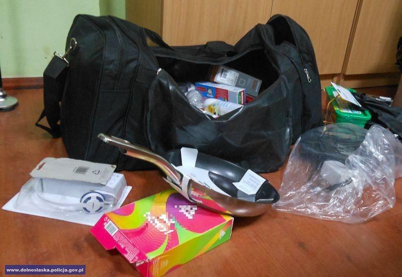 Ukradli m.in. kosmetyki i alkohol za 2,6 tys. zł