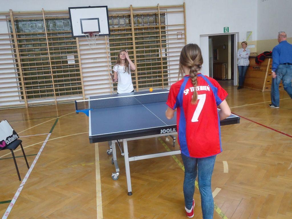SP w Trzebieniu podwójnym mistrzem powiatu w tenisie stołowym