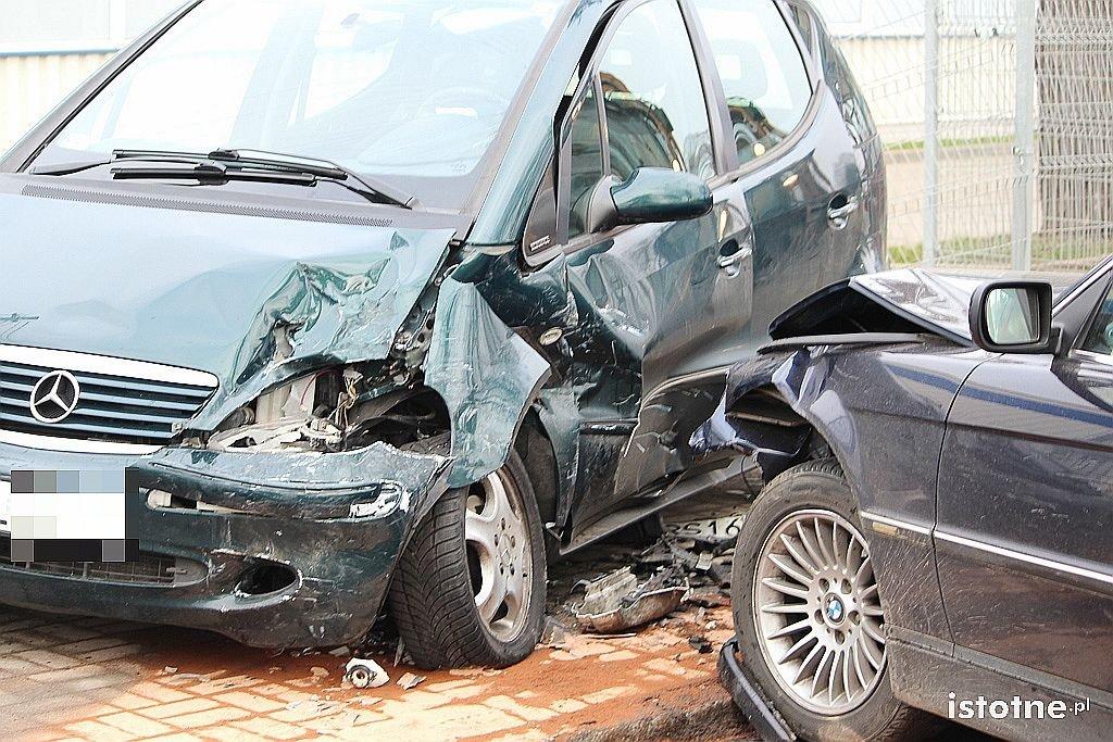 Zderzenie BMW z Mercedesem na Dolnych Młynach