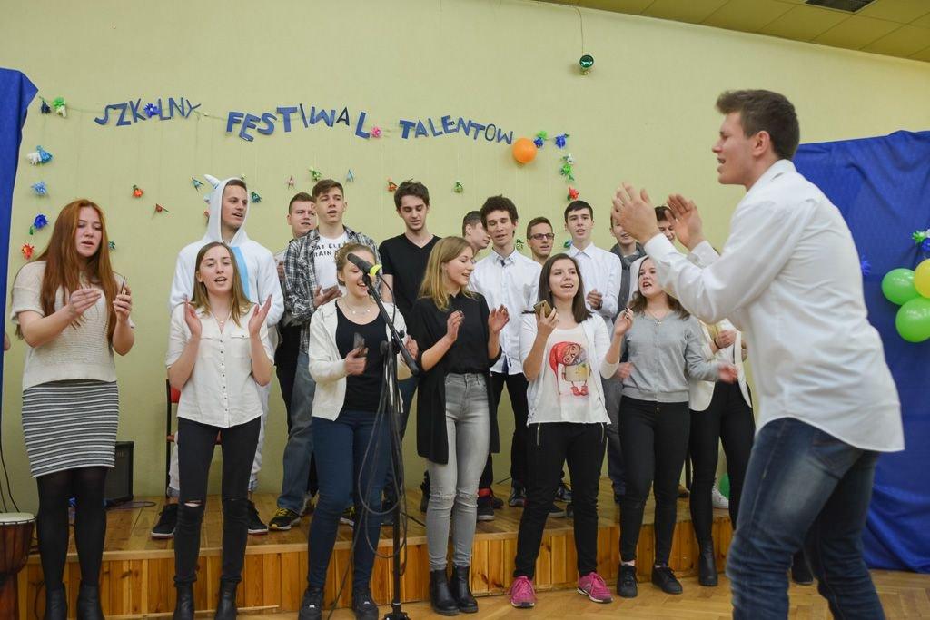 Szkolny Festiwal Talentów w II LO w Bolesławcu z-index: 0