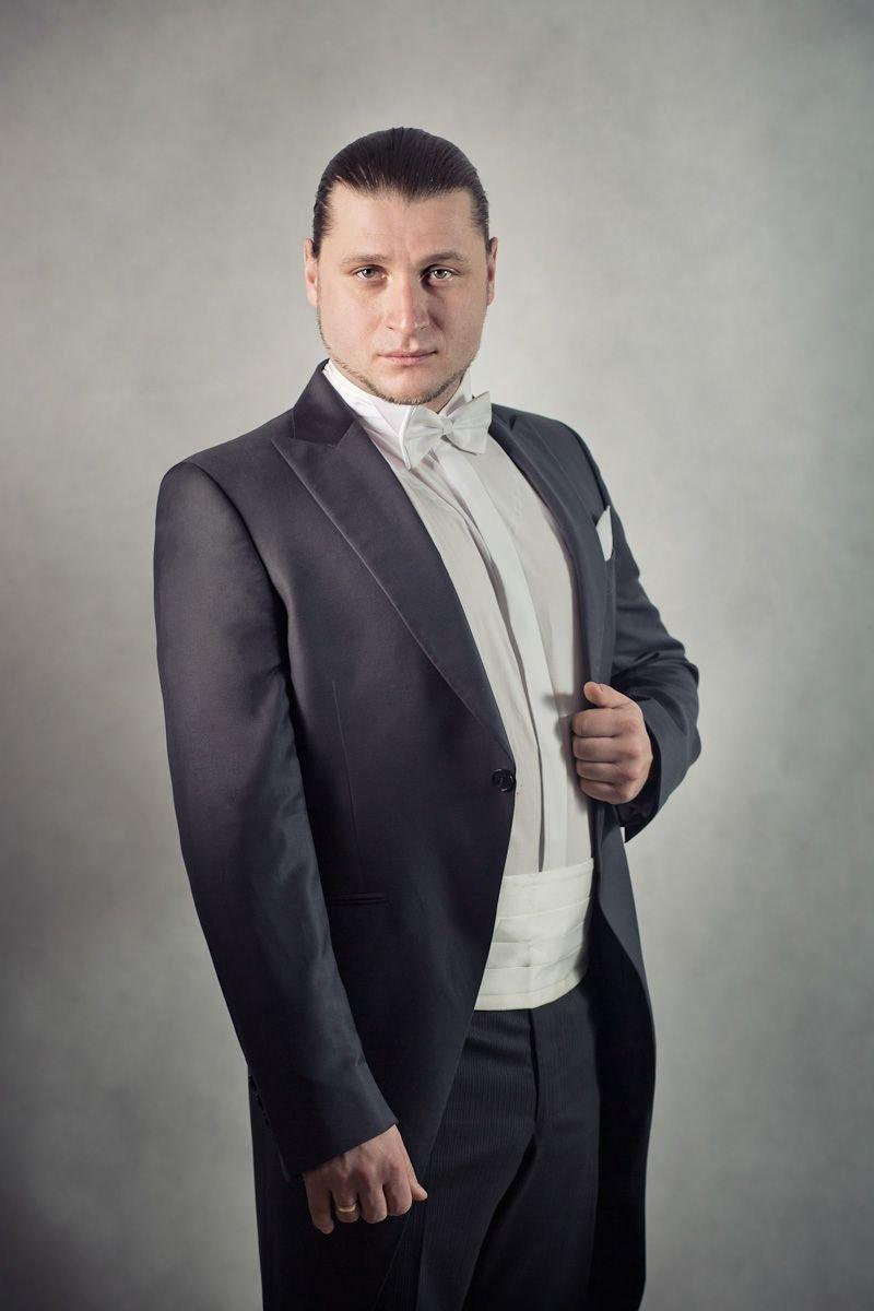 Aleksander Kruczek, tenor, który wystąpi w Bolesławcu