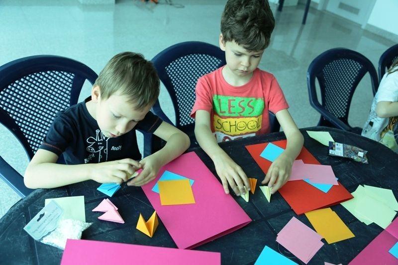 Dzieci w pracowni BOK-MCC