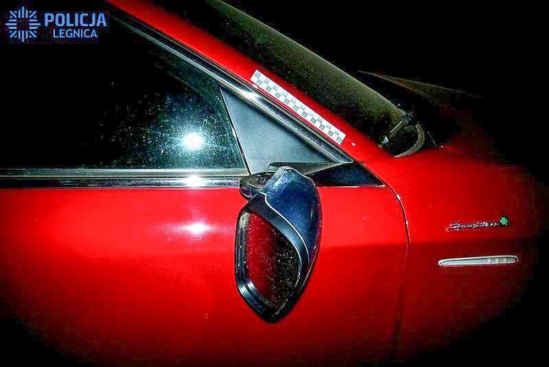 Pijany 16-latek niszczył zaparkowane auta