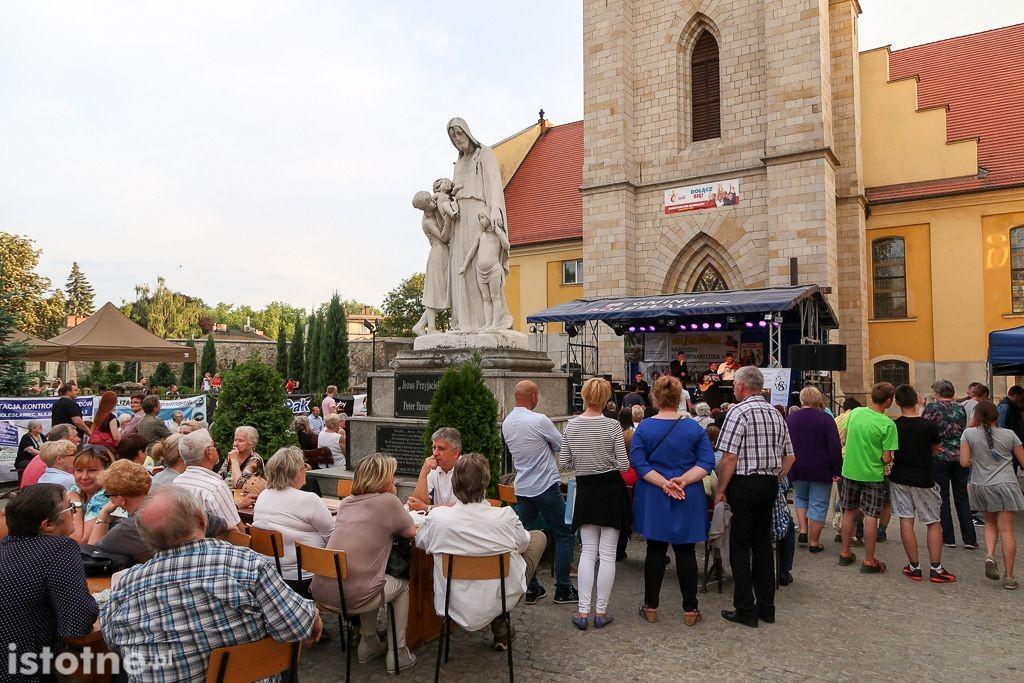 Festyn parafialny z-index: 0
