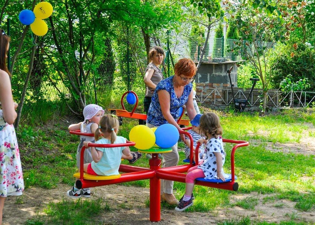 Plac zabaw w ogrodzie Pod Dębami