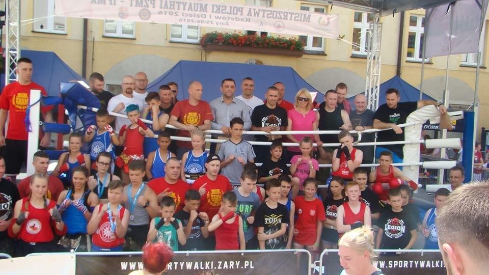 Młodzi fighterzy Gladiatora z trzema medalami