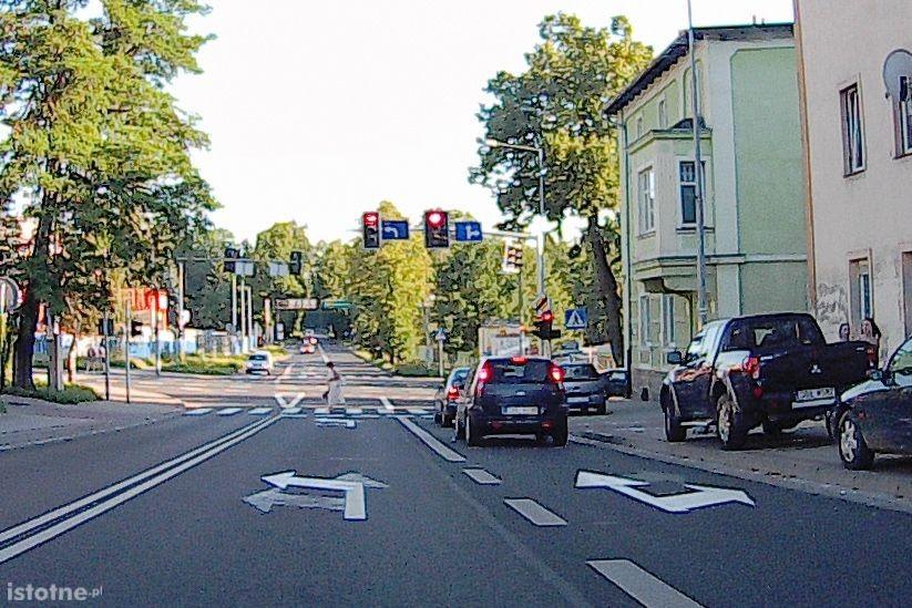 Dojazd do skrzyżowania z ulicą Komuny Paryskiej od strony ulicy Karola Miarki