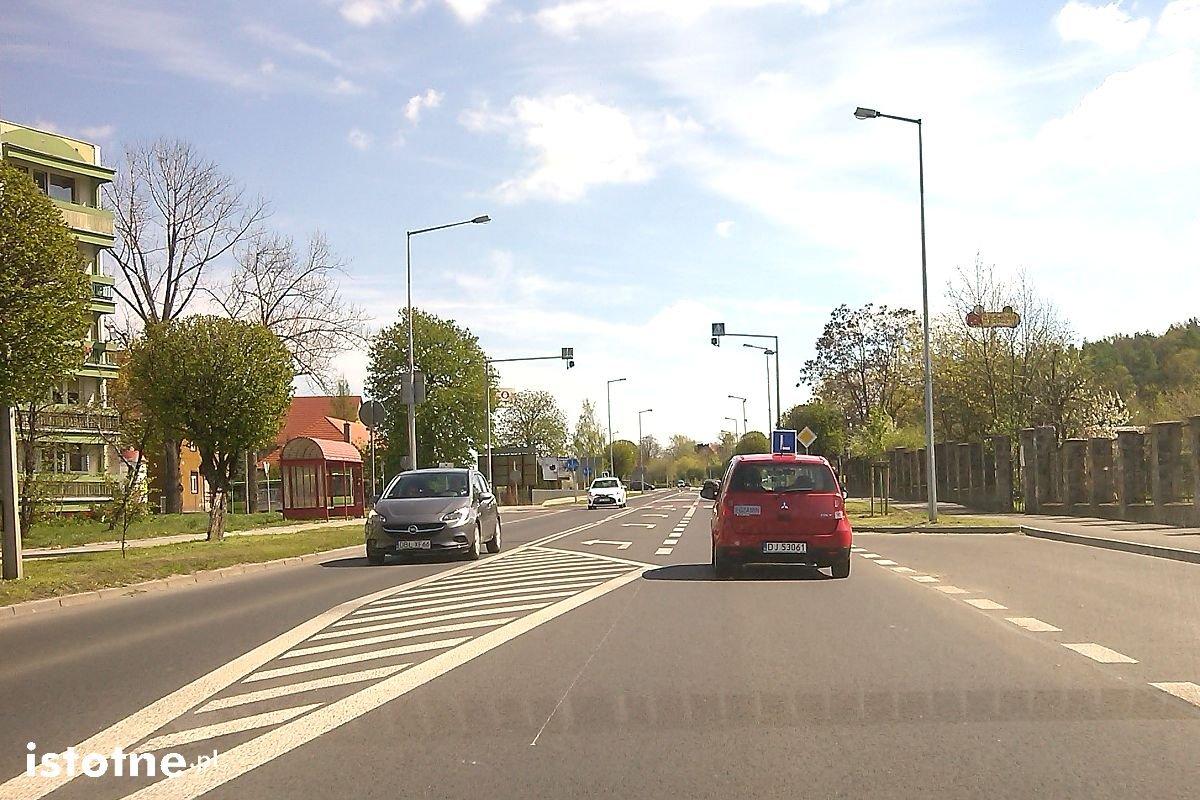 Egzamin na prawo jazdy na Alei Tysiąclecia w Bolesławcu