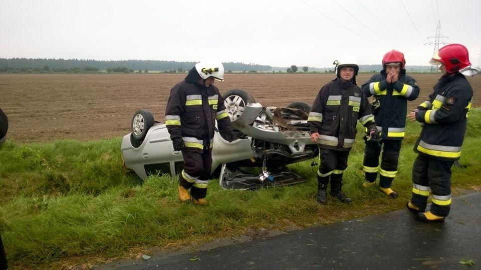 Dachowanie koło Warty - jedna osoba ranna