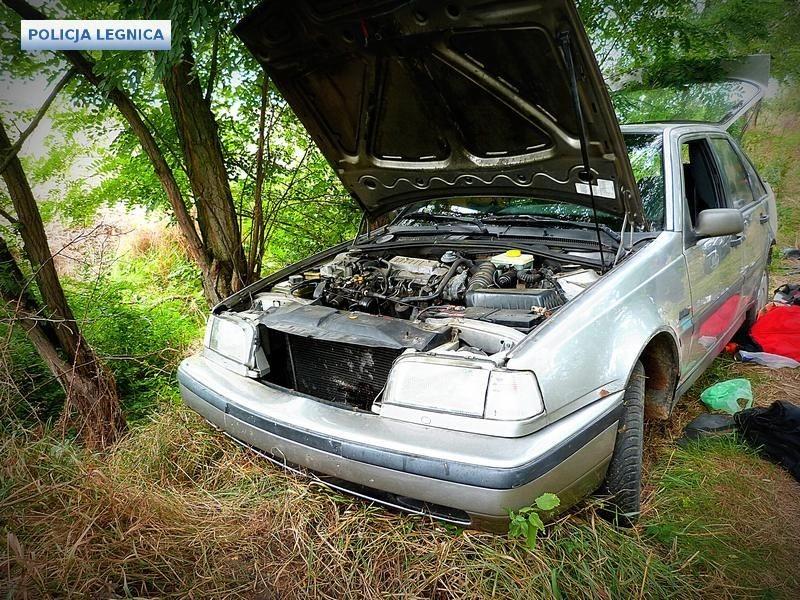 Tydzień temu ukradli samochód, teraz – 1000l paliwa i przyczepę