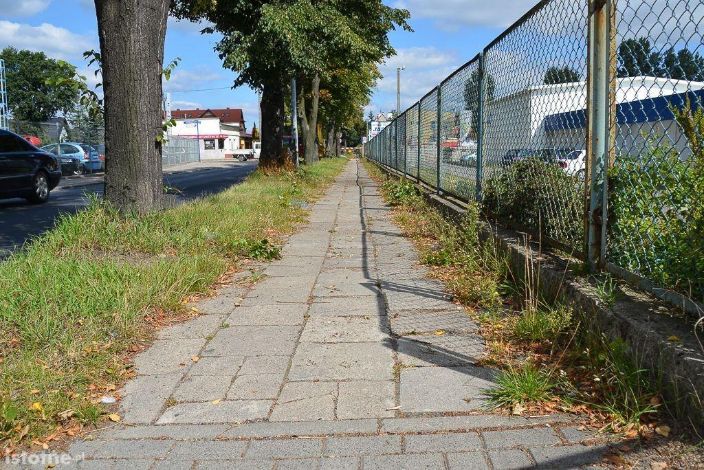 Miasto zapłaci za remont powiatowego chodnika