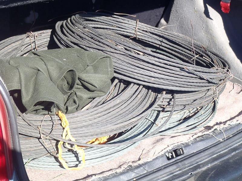 Wpadli ze 180 kg przewodów trakcyjnych